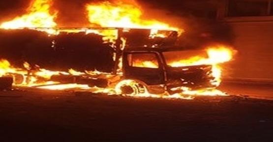 Suruç'ta market kamyonunu ateşe verdiler
