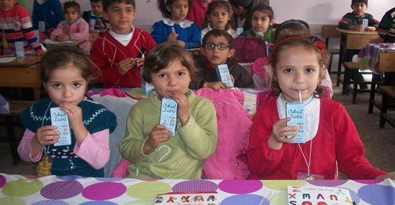 Suruç'ta okul sütü dağıtımı başladı.
