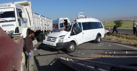 Taziyeye Giderken Kaza Yaptılar: 3 Ölü, 9 Yaralı
