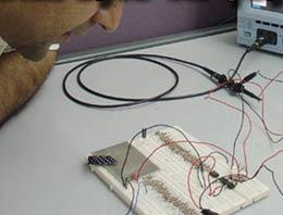 İran, çıplak gözle görülemeyecek kadar küçük bir casus mikrofon geliştirdiğini açıkladı