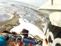 ABDde bir motokros pilotu, Utah eyaletindeki dağların zirvesinde yaptığı tehlikeli sürüşü kaskına taktığı kamera ile kaydetti
