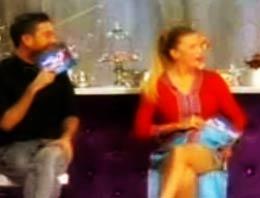 Yarışmacının bacaklarına yapılan övgü, jüri üyesi Ivana Serti fena halde kıskandırdı. O da eteğini kaldırdı ve...
