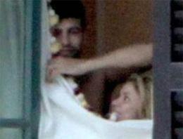 Barcelonanın defans oyuncusu Pique ve uzun süredir aşk yaşadığı ünlü şarkıcı Shakiraya seks şantajının yapıldığı iddia edildi
