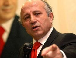 Yaşar Nuri Öztürk hem Saba Tümeri hem izleyenleri şaşkınlık içinde bırakan şok el hareketiyle programa damga vurdu...