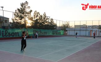 Büyükşehir Sporcuları Teniste İddialı