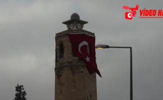 Ulu Camii'ne Türk Bayrağı Asıldı