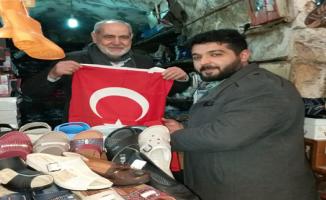 Urfa'da esnafa bayrak dağıtıldı