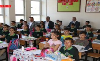 Başkan Demirkol, Minik Öğrencilere Temizlik Alışkanlığı Kazandırıyor