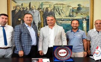 Başkan Yalçın'a  Yılın Belediye Başkan Ödülü