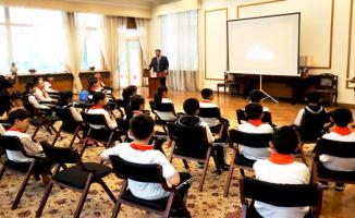 Çinli İlkokul öğrencilerinden Büyükelçimiz Önen'e ziyaret