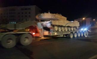 Urfa'dan Akçakale Sınırına Tank Sevkiyatı