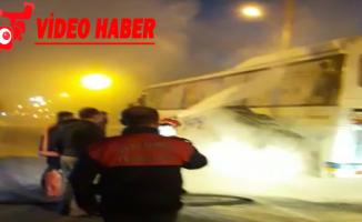 Urfa'da seyir halindeki minibüs yandı