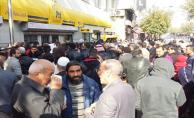 Urfa'da yardım parası kuyruğu