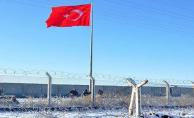 Akçakale'de Sınıra Dev Türk Bayrağı