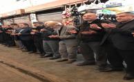 Esnaf işyerlerini dua ile açıyor