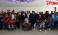 Tipioğlu, 4 engelli vatandaşa tekerlekli sandalye hediye etti.