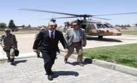 Milli Savunma Bakanı Suriye Sınırda