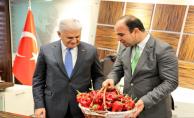 Başbakan Büyükşehir Belediyesini Ziyaret Etti