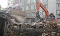 Haliliye'de 2 Metruk Yapının Yıkımı Gerçekleştirildi
