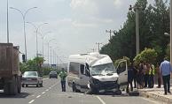 Urfa'da Servis Aracı Kaza Yaptı, 5 Yaralı