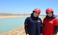 Bayan İtfaiyeciler Vatandaşlar Tarafından İlgi Görüyor