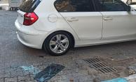 Urfa'da kadın otomobillerin camını kırdı