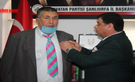 Başkan Aslan, ANAVATAN Partisine katılanlara Rozet Taktı