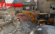 Haliliye belediyesi, riskli ve metruk yapıların yıkımını gerçekleştiriyor