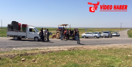 Çiftçiler Akçakale- Suruç yoluna trafiğe...