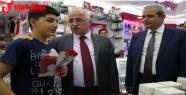 Demokrasiye Sahip Çıkan Urfalı'lara Karanfil Ve Bayrak Dağıtıldı