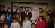 Düğünde yöresel kıyafetler giyildi