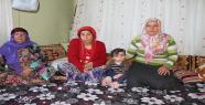 Engelli kızıyla zor şartlarda yaşam