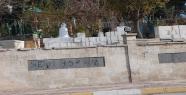 Kardan adam mezarlığı koruyor