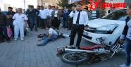 Motosiklet Otomobili Arkadan çarptı; 2 yaralı