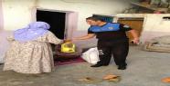 Polisten İhtiyaç Sahiplerine Yardım