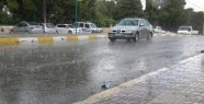 Şanlıurfa'da yağış araç trafiğini...