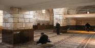 Tarihi cami dökülüyor