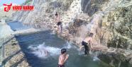 Urfa'da çocukların havuz keyfi