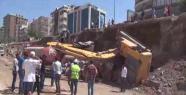 Urfa'da iş makinesi devrildi
