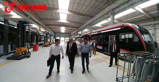 Urfa tramvaya geçiyor