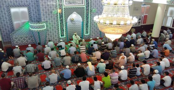 Urfa'da camiler doldu