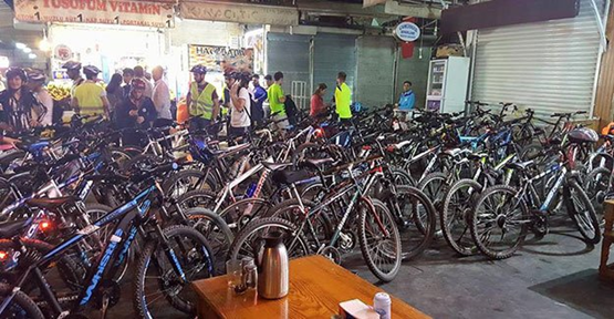 Urfa'da ciğercileri bisikletçiler bastı