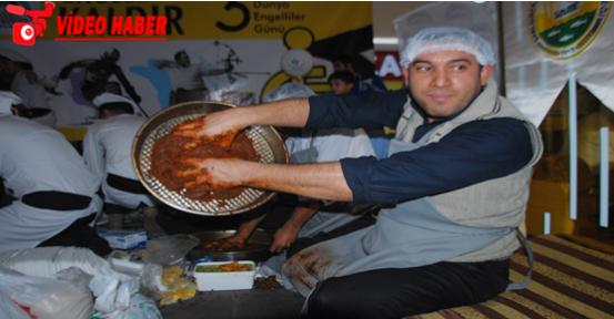 Urfa'da en lezzetli çiğ köfte yarışması