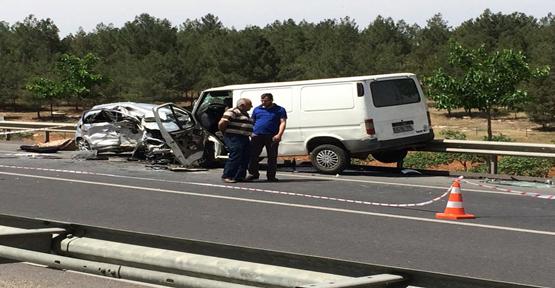 Urfa'da otomobil ile minibüs çarpıştı, 1ölü, 3 yaralı