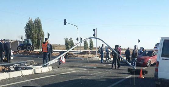 Urfa'da iki otomobil çarpıştı, 3 yaralı