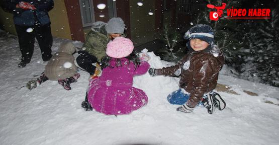 Urfa'da kar keyfine büyüklerde dahil oldu
