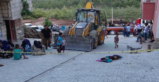 Urfa'da kepçenin altına kalan çocuk öldü