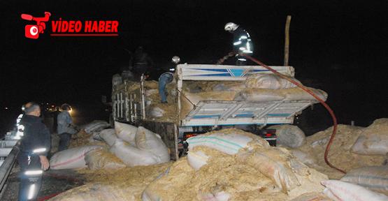 Urfa'da Saman Yüklü Kamyon Yandı