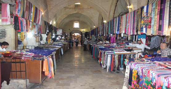 Urfa'da tarihi çarşı sinek avlıyor