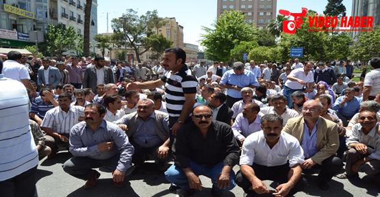 Urfa'da taşeron işçiler yol kapattı